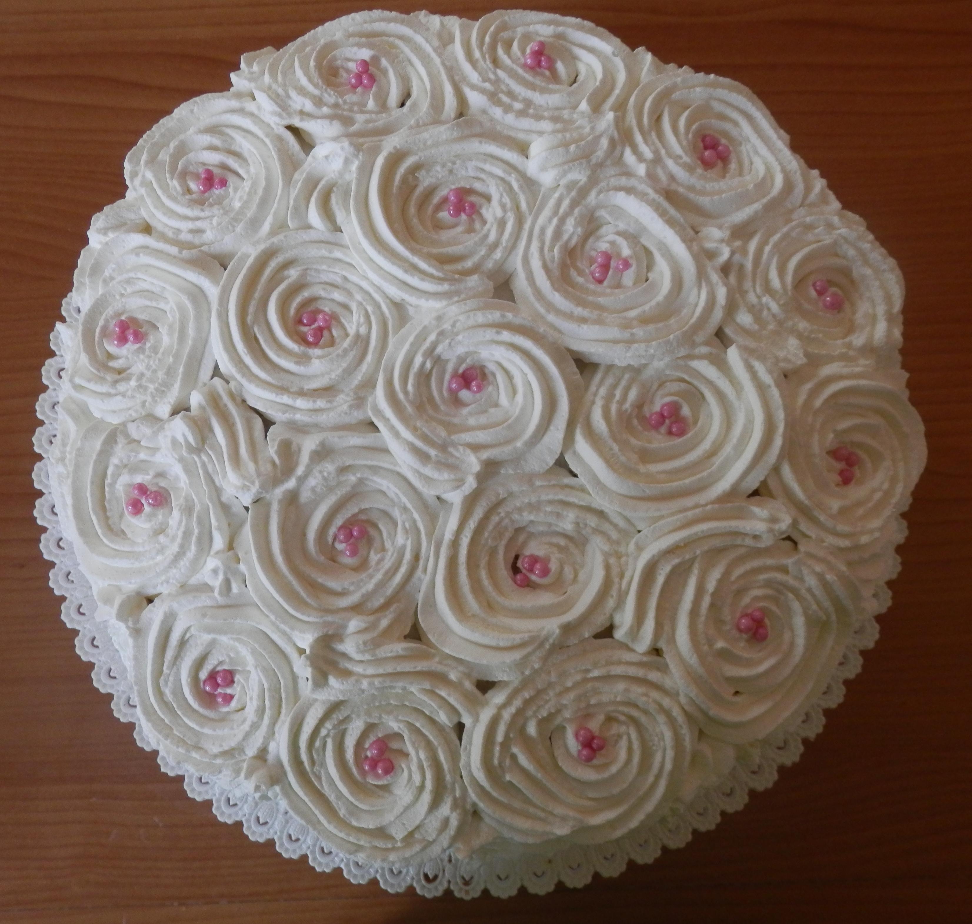 Torte Con Rose Di Panna Le Due Cucine