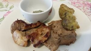 maiale con crema di cavolfione alle olive (2)